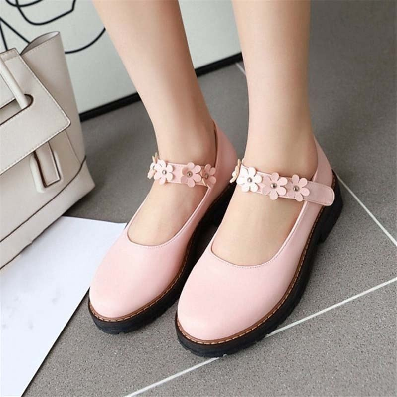 1 Inch Sweet Flower Chunky Round Toe Pump